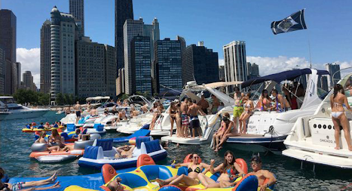 Button to visit chicago boats